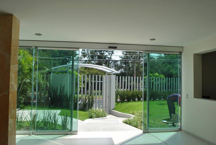 Ventajas comerciales de las puertas de cristal. Parte I