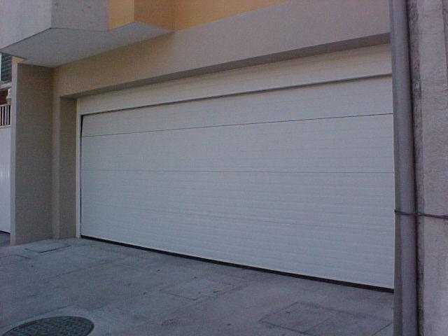 ¿Cómo usar las puertas de garaje automáticas cuando se va la luz?