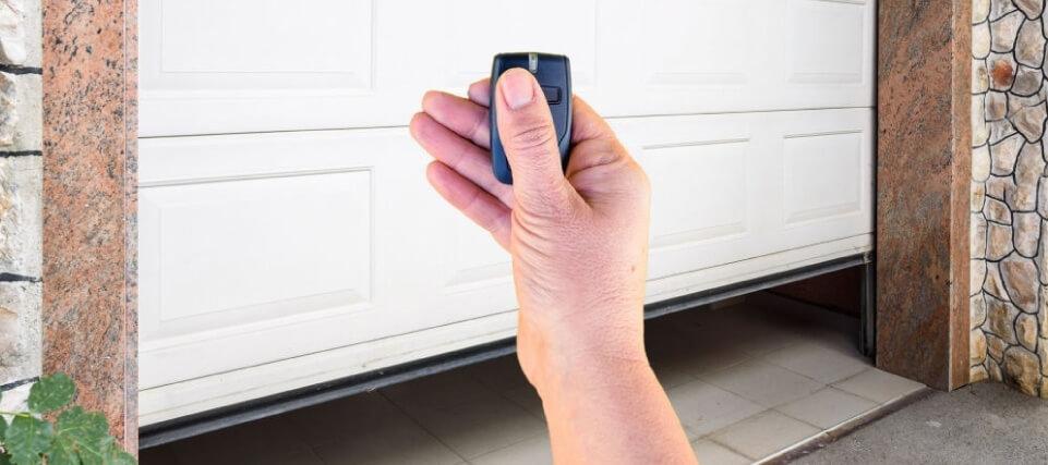Las puertas automáticas para el garaje son una opción versátil, cómoda y segura