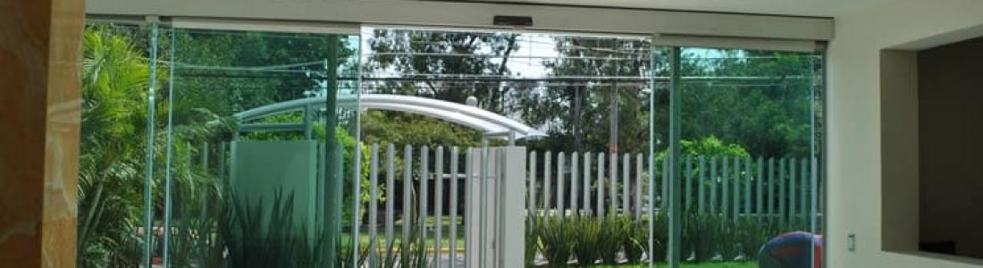 Puertas automáticas de cristal, la seguridad y la elegancia sí se pueden combinar