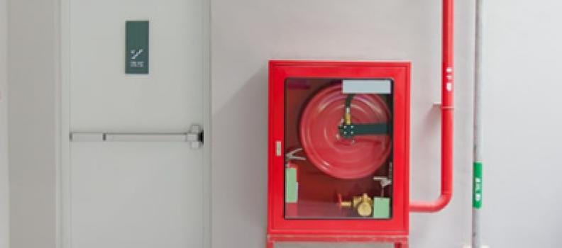 ¿Por qué y dónde instalar puertas contra incendio?