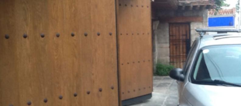 ¿Qué puertas automáticas pueden instalarse en garajes comunitarios?