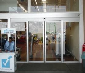 Puertas automáticas: lo que necesitan saber sobre especificaciones
