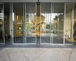 ¿Por qué actualizar su negocio con puertas automáticas? Parte I
