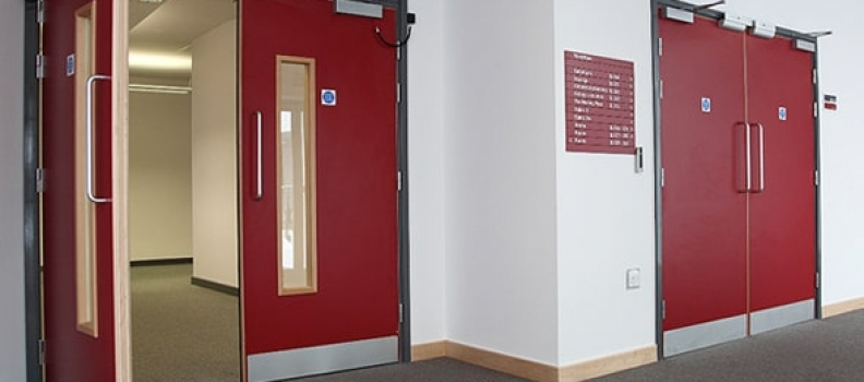 La importancia de las puertas contra incendio en los hospitales