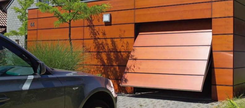 ¿Es posible eliminar los sonidos chirriantes de la puerta del garaje?