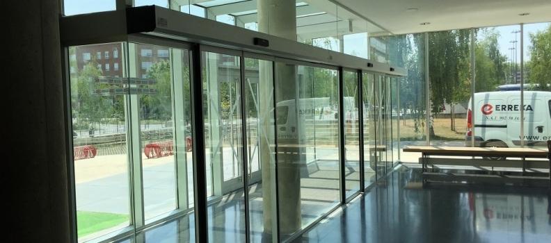 Tipos de puertas automáticas de cristal